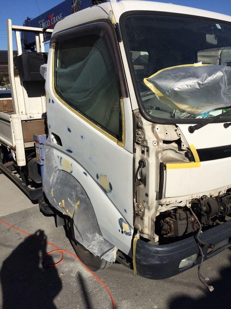 3トンユニックの運転席ドアパネル 鈑金・塗装をしました | 車検の口コミ評価が吉川で高いサービスを行っているスタッフのブログ